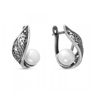 925 Sterling Silver pair earrings with pearl and pearl cult.