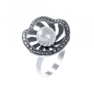925 Sterling Silver women's ring with marcasite and pearl cult.
