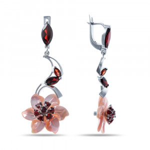 925 Sterling Silver pair earrings with garnet and mother of pearl